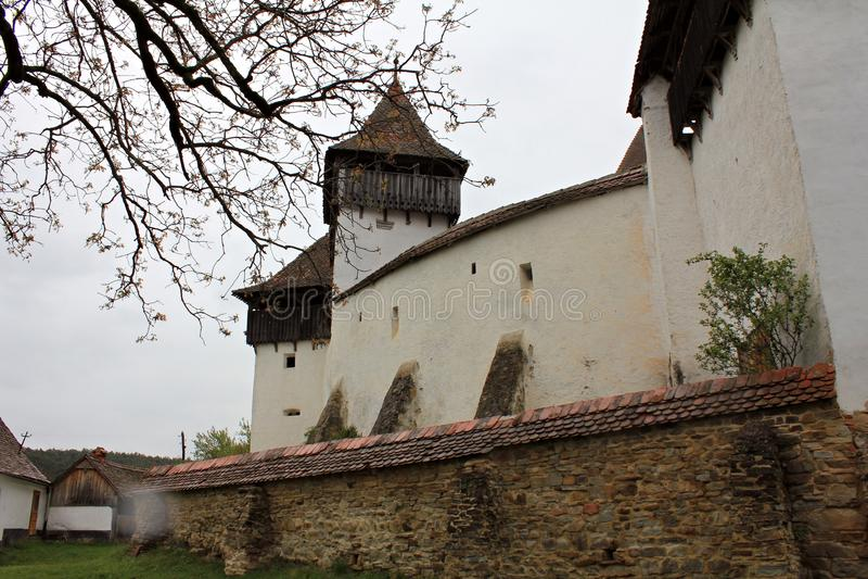 Viscri Versterkte Kerk - Omringende Muren stock foto's