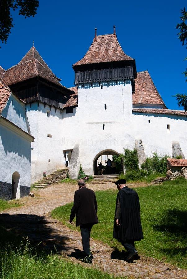 Viscri, versterkte kerk in Roemenië stock foto