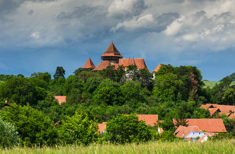 Viscridorp en versterkte kerk, Transsylvanië, Roemenië royalty-vrije stock foto's