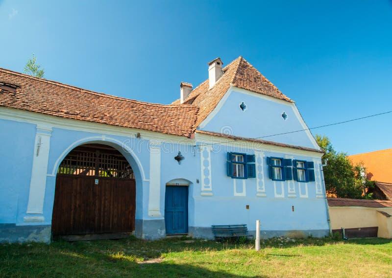 Viscridorp en versterkte kerk van Viscri, Transsylvanië, ROM stock foto's