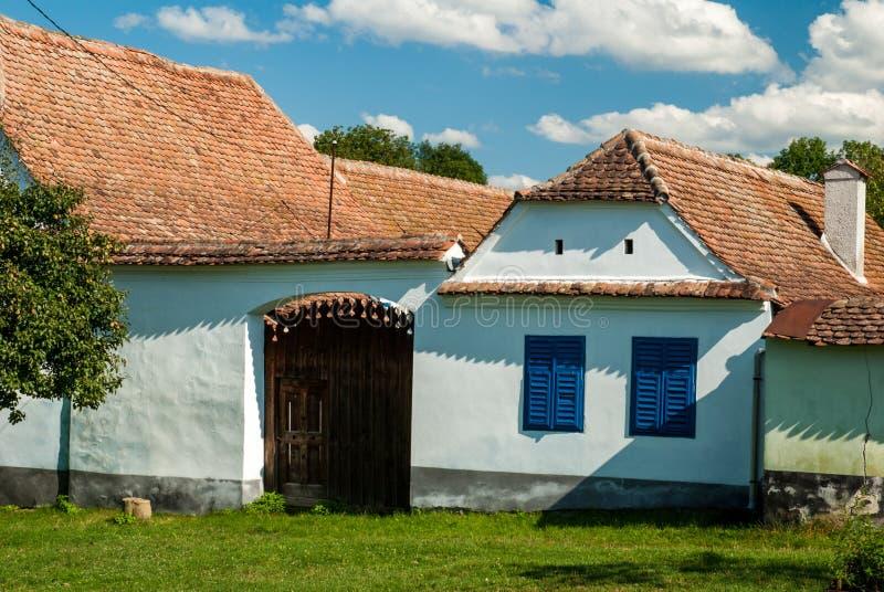Viscridorp en versterkte kerk van Viscri, Transsylvanië, ROM royalty-vrije stock foto's
