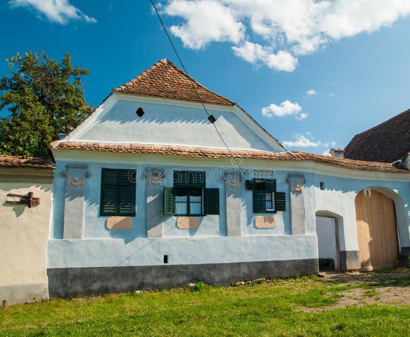 Viscridorp en versterkte kerk van Viscri, Transsylvanië, ROM royalty-vrije stock foto