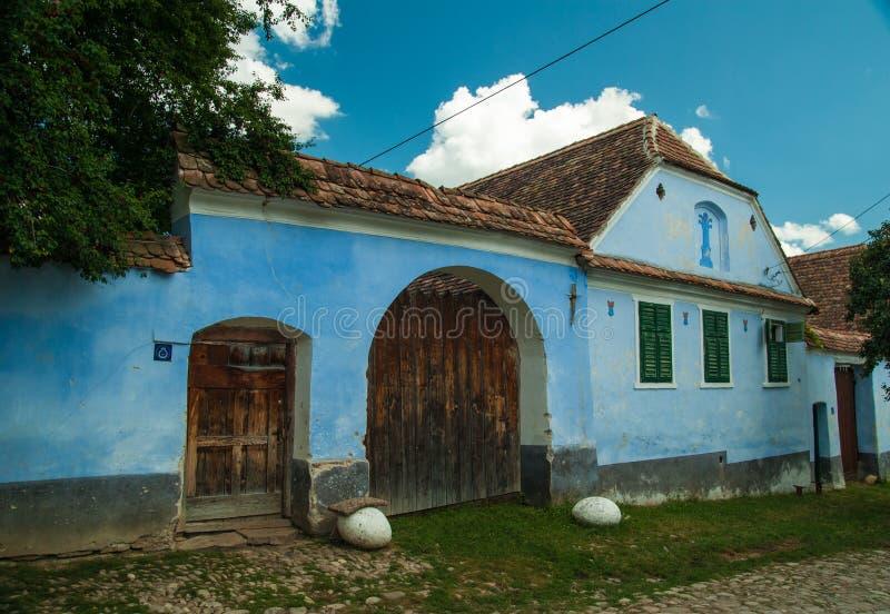 Viscridorp en versterkte kerk van Viscri, Transsylvanië, ROM royalty-vrije stock fotografie