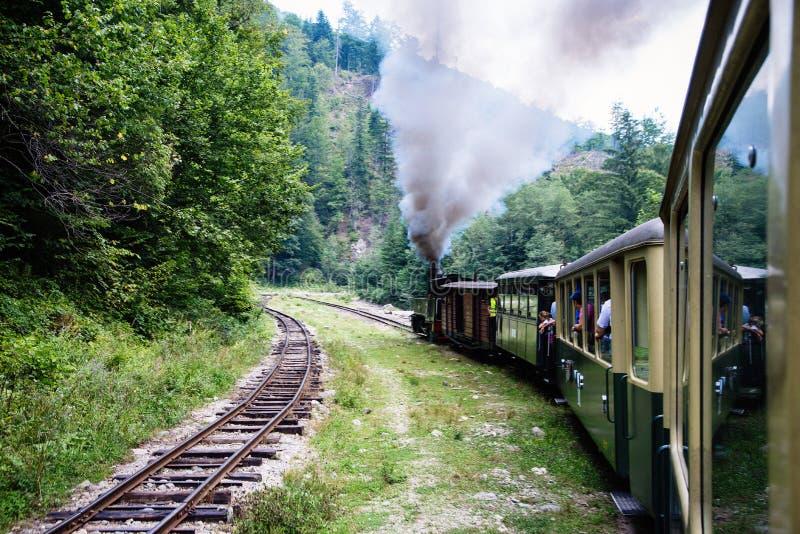 Viseu de Sus, Roumanie - 17 août 2017 : Vue du train de Mocanita, un train de vapeur dans le comté de Maramures, Roumanie photographie stock