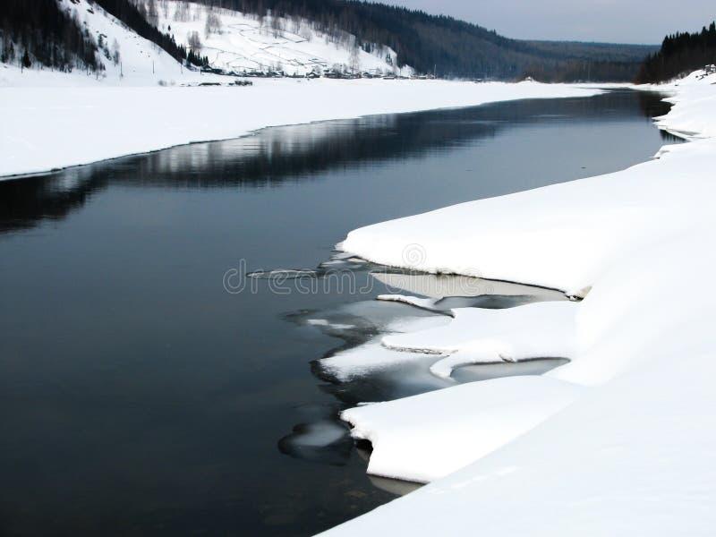 Vishera rzeka w zimie, Rosja obraz royalty free