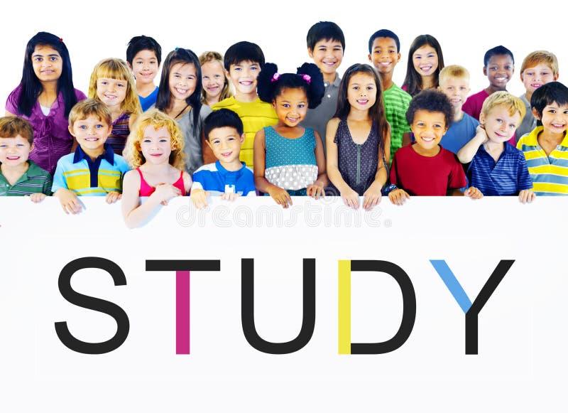 Vishet för studieutbildningskunskap som studerar begrepp royaltyfri bild