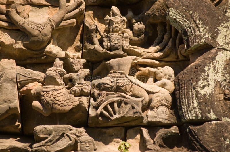 Vishnu auf einem Chariot, Khmer-Schnitzen stockbild