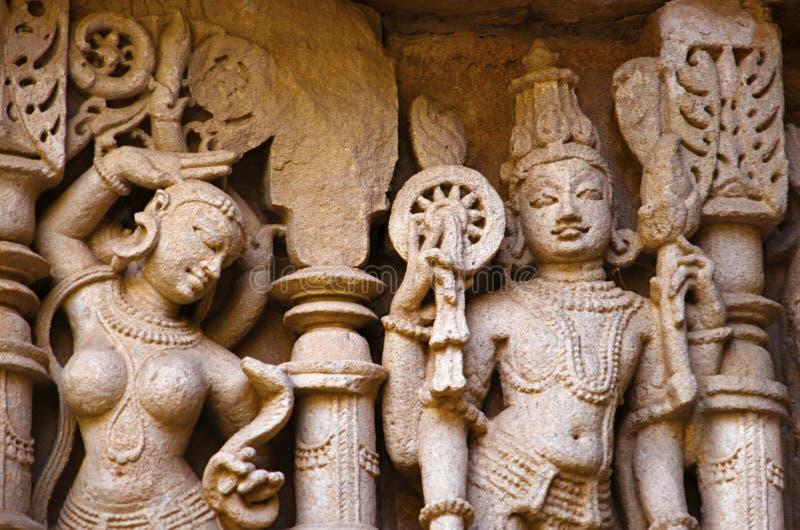 Vishnu Sculpture, pared interna del vav del ki de Rani, un stepwell complejo construido en los bancos del río de Saraswati Patan, imagenes de archivo