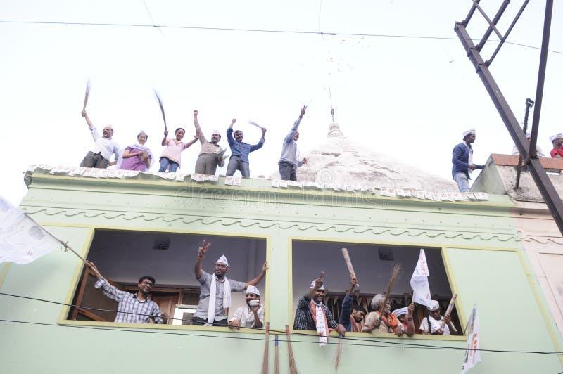 Vishwas de Arvind Kejriwal y de Kumar durante una reunión política fotos de archivo libres de regalías