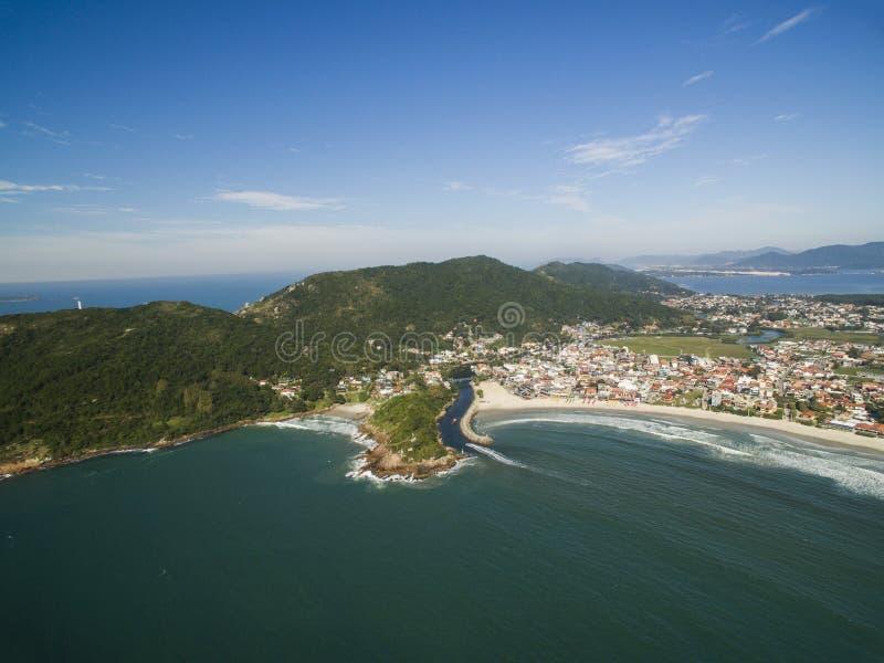 Visión aérea Barra da Lagoa Beach en Florianopolis, el Brasil En julio de 2017 imagen de archivo libre de regalías