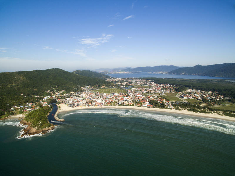 Visión aérea Barra da Lagoa Beach en Florianopolis, el Brasil Julio, fotografía de archivo libre de regalías