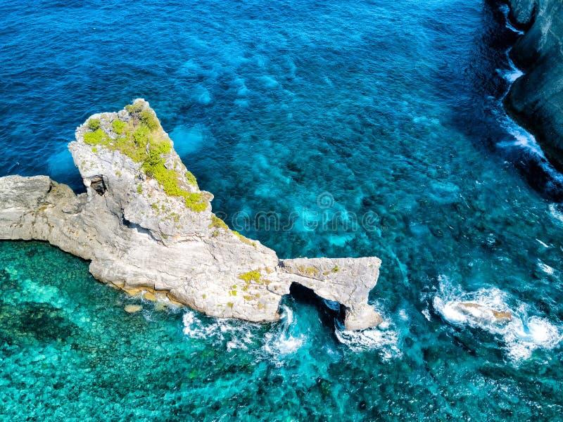 Visión aérea cerca de la playa del atuh fotos de archivo