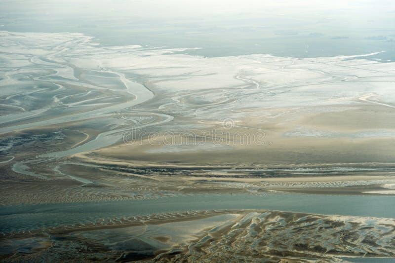 Visión aérea desde el parque nacional del mar de Schleswig-Holstein Wadden imagen de archivo