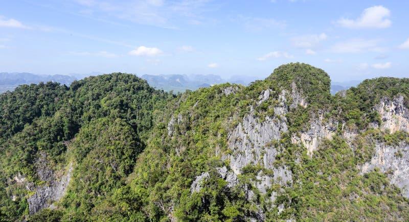 Visión aérea desde la montaña imagenes de archivo