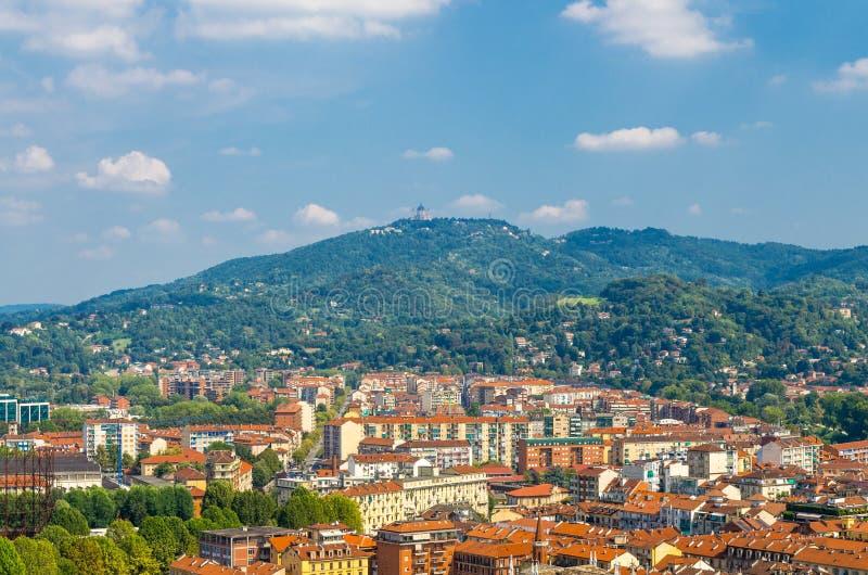 Visión aérea desde la plataforma de la torre de Antonelliana del topo de Turín Torino Borgo Po foto de archivo