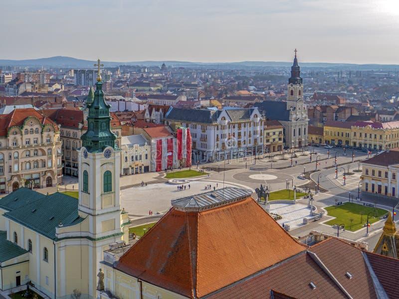 Visión aérea desde la torre del ayuntamiento sobre centro de ciudad de Oradea imágenes de archivo libres de regalías