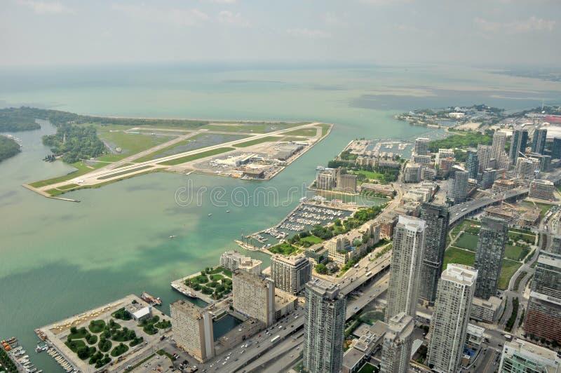 Visión aérea desde la torre del NC a Billy Bishop Toronto City Airport fotos de archivo libres de regalías