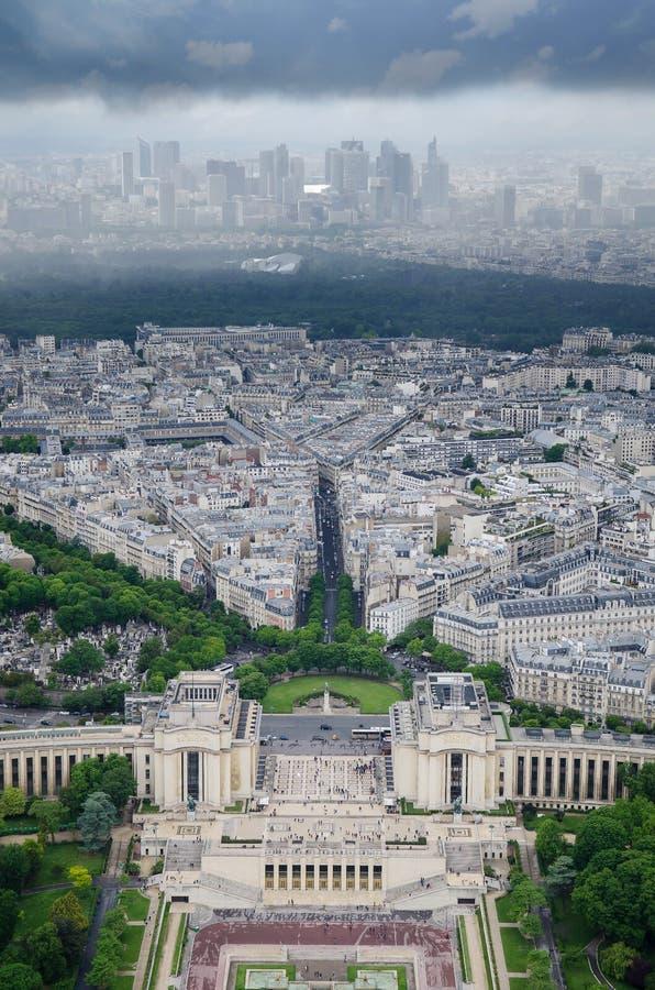 Visión aérea desde la torre Eiffel en Champs de Mars famoso en París, Francia foto de archivo libre de regalías