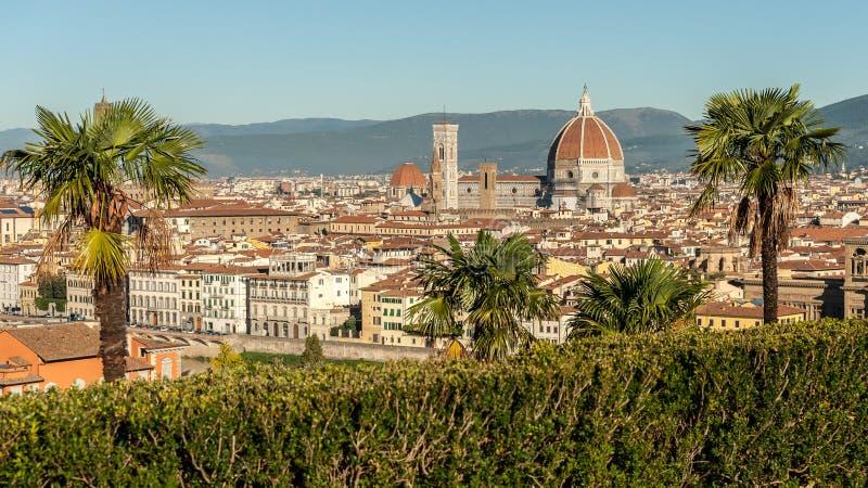 Visión aérea desde Piazzale Miguel Ángel sobre Florencia en un día soleado en otoño fotografía de archivo
