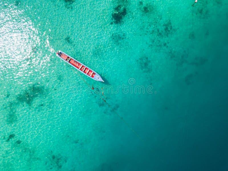 Visión aérea desde un abejón de la isla hermosa de Nyaung Oo Phee en s imagen de archivo