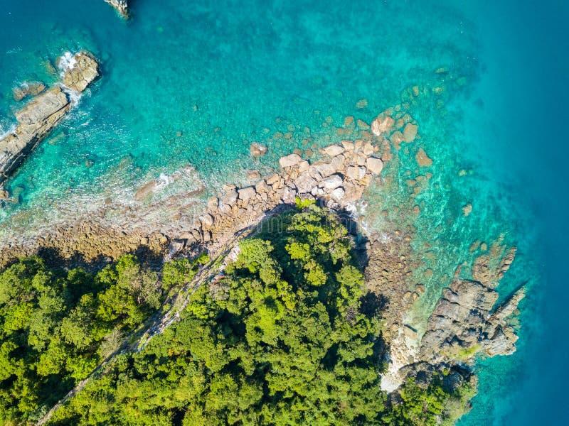 Visión aérea desde un abejón de la isla hermosa de Nyaung Oo Phee en s fotografía de archivo libre de regalías