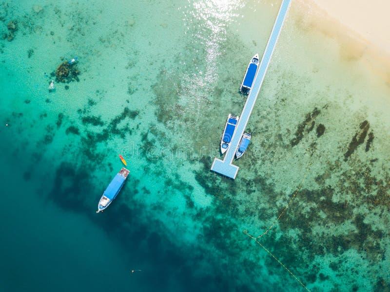 Visión aérea desde un abejón de la isla hermosa de Nyaung Oo Phee en s fotos de archivo