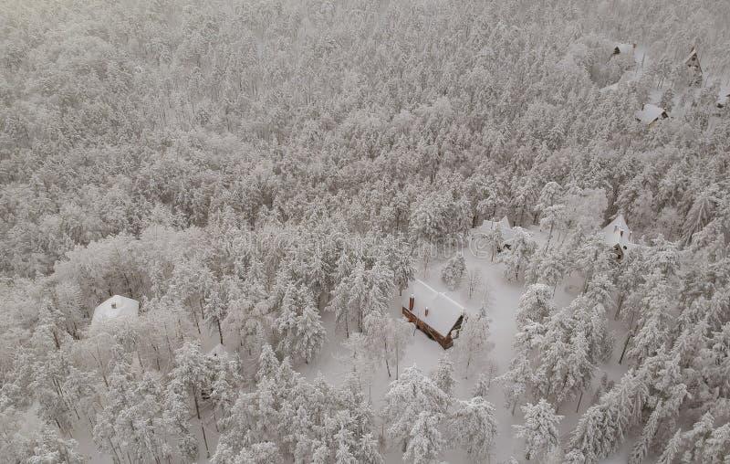 Visión aérea en la montaña del invierno foto de archivo