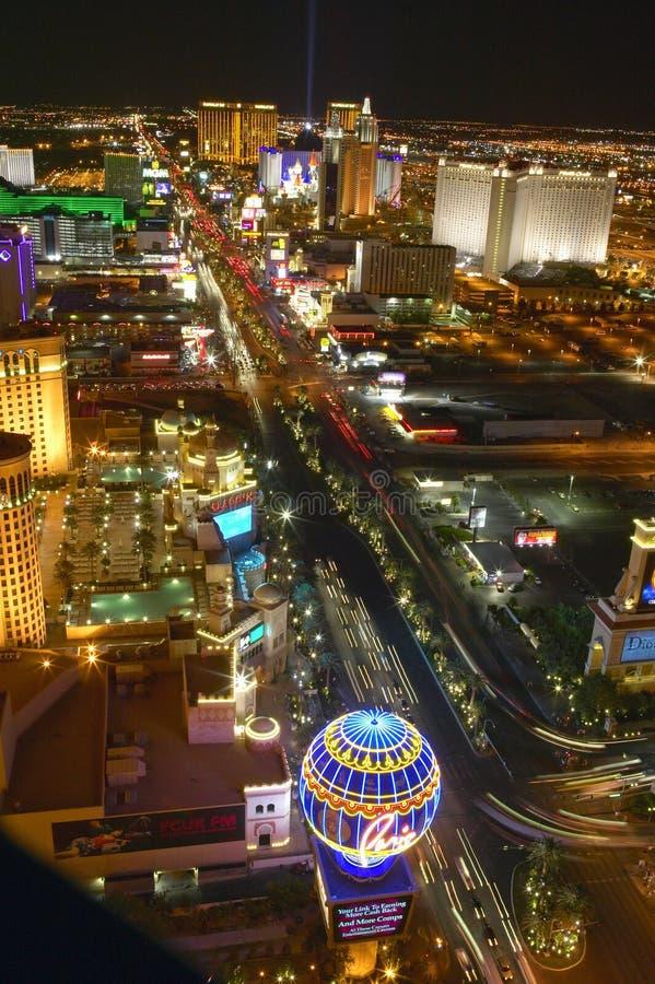 Visión aérea en la noche de la torre Eiffel de la tira y de las luces de neón, Las Vegas, nanovoltio de Las Vegas fotos de archivo libres de regalías