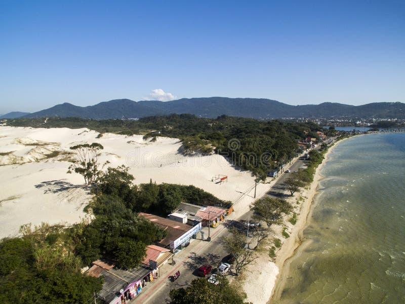 Visión aérea Lagoa DA Conceicao y dunas en Florianopolis - Sant fotos de archivo