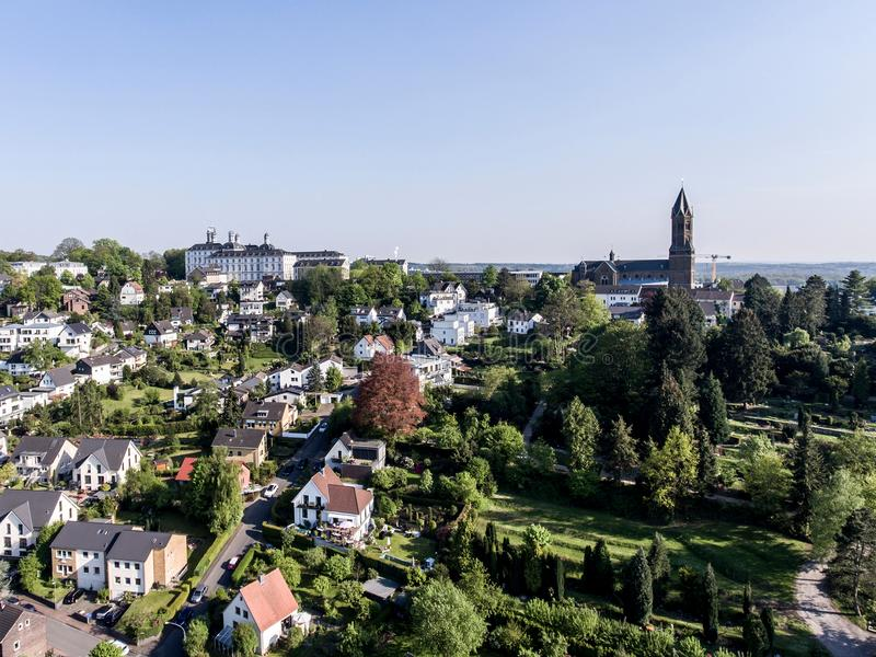 Visión aérea Schloss Bensberg y alrededores públicos Berglisch Gladbach Alemania cerca del cologne imagen de archivo libre de regalías