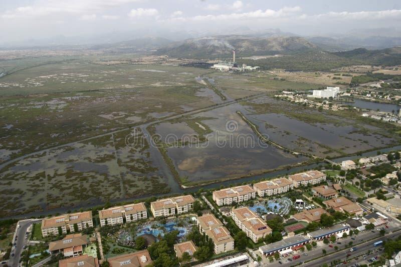 Visión aérea sobre el albufera de Alcudia en Mallorca imagen de archivo libre de regalías