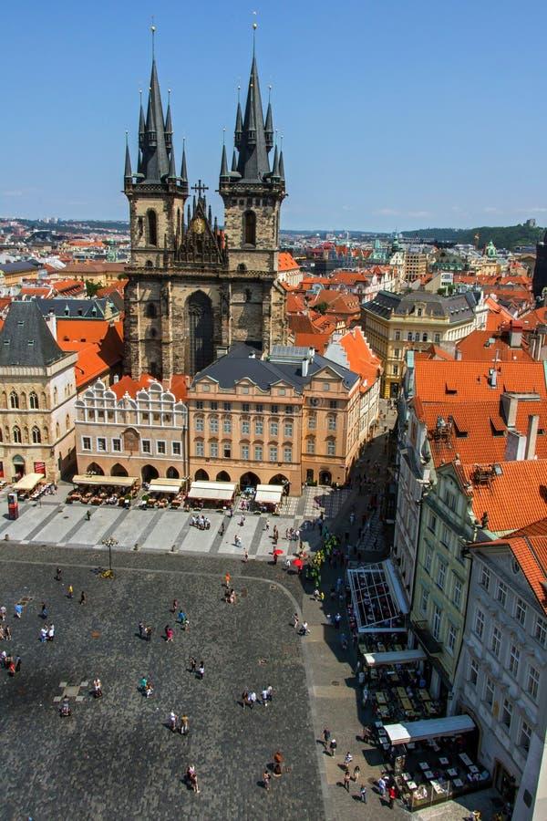 Visión aérea sobre la vieja plaza, Praga fotos de archivo