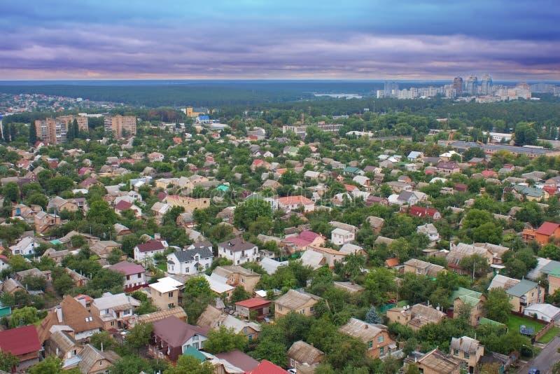 Visión aérea sobre las casas privadas fotos de archivo libres de regalías