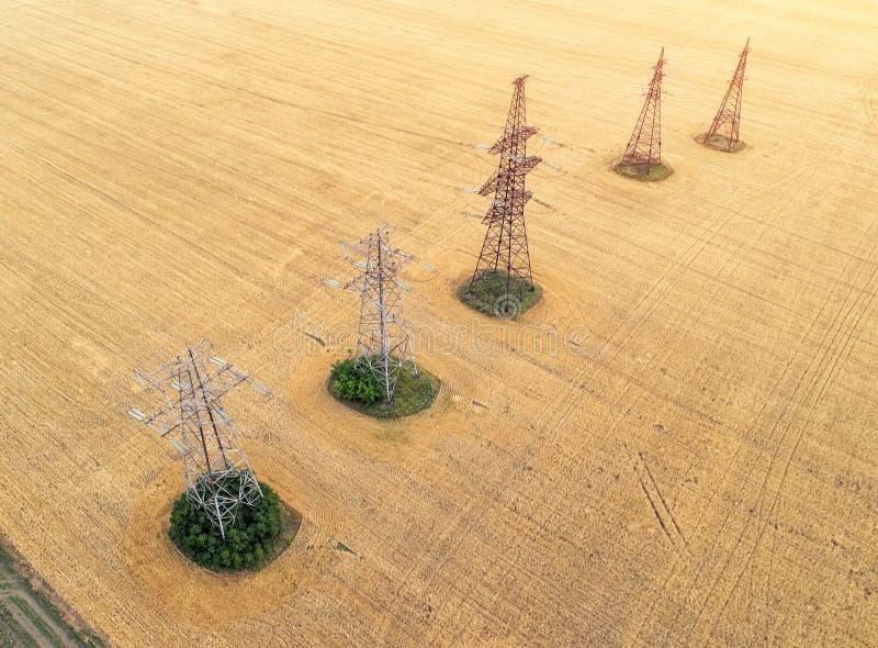 Visión aérea sobre los campos agrícolas fotos de archivo