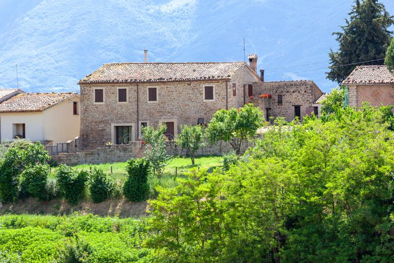 Visión agradable en Italia Marche cerca de Camerino fotografía de archivo libre de regalías