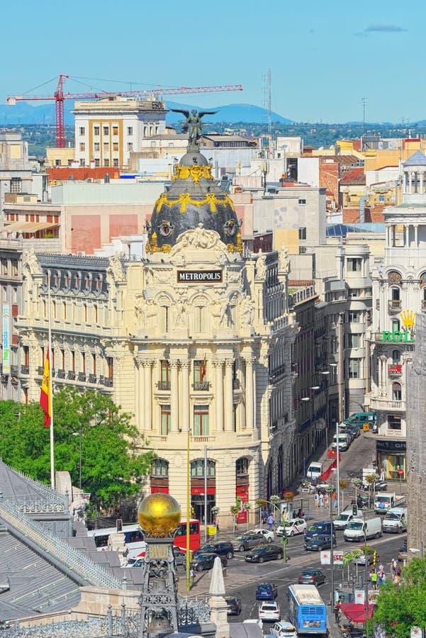 Visión arriba en Gran vía la calle en Madrid, en el tiempo del día, tráfico, c foto de archivo
