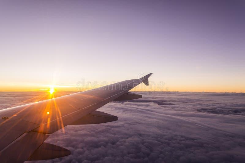 Visión asombrosa desde el avión de la ventana fotografía de archivo