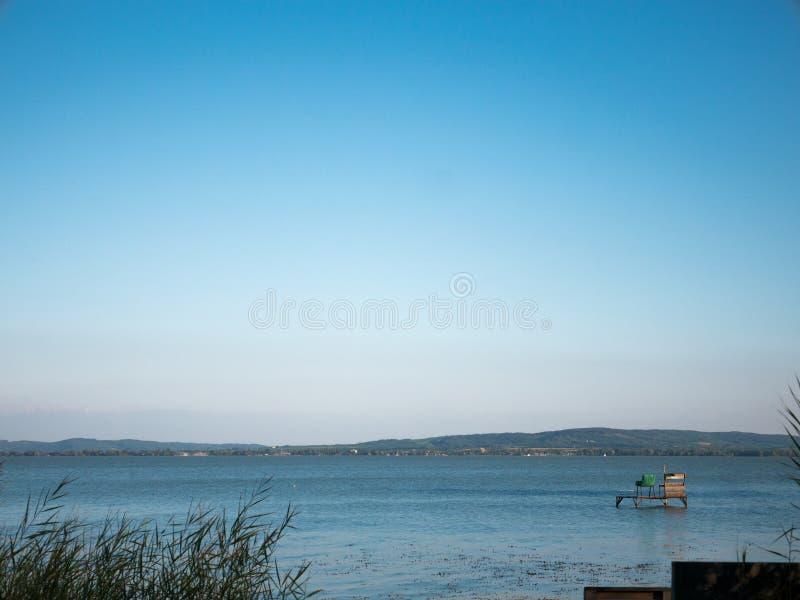 Visión azul en el lago Balatón Hungría foto de archivo libre de regalías