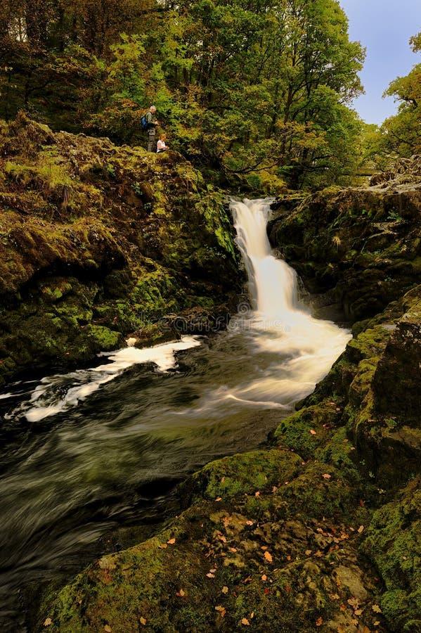 Visión de las cascadas de Skelwith imagenes de archivo