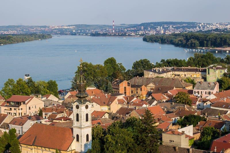 Visión desde arriba de la torre del milenio en Zemun en Belgrado, Serbia imagenes de archivo