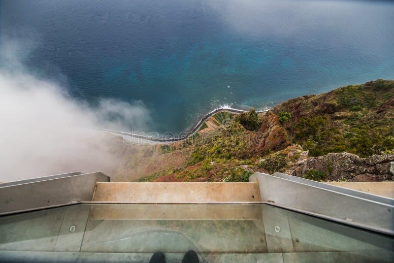 Visión desde Cabo Girao, Madeira del acantilado más alto de Europa hacia Funchal fotos de archivo