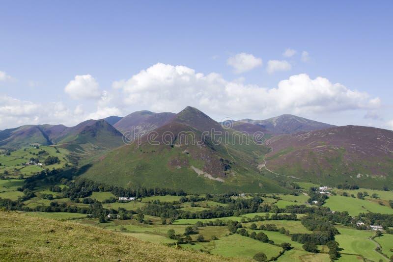 Visión desde Catbells a través del valle de Newlands imagenes de archivo