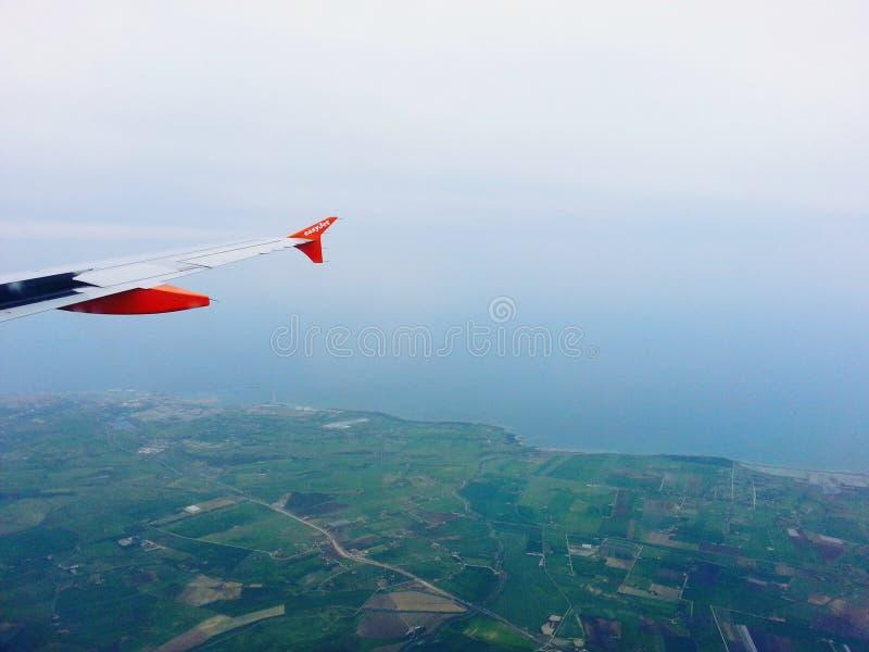 Visión desde el aeroplano del easyjet imagenes de archivo