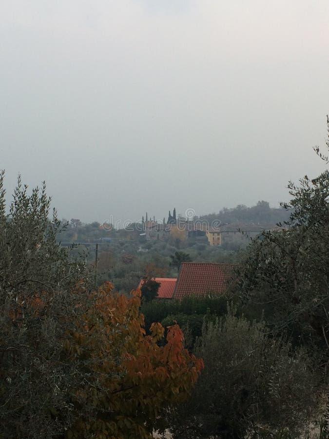 Visión desde el agrituriamo en Brescia imagen de archivo libre de regalías