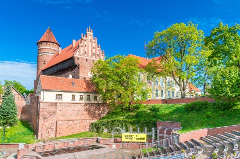 Visión desde el amphitheatre para el castillo de los obispos de Warmian en Olsztyn en Polonia imágenes de archivo libres de regalías