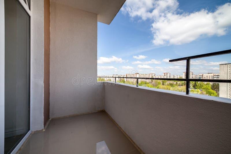 Visión desde el balcón de la construcción de viviendas foto de archivo