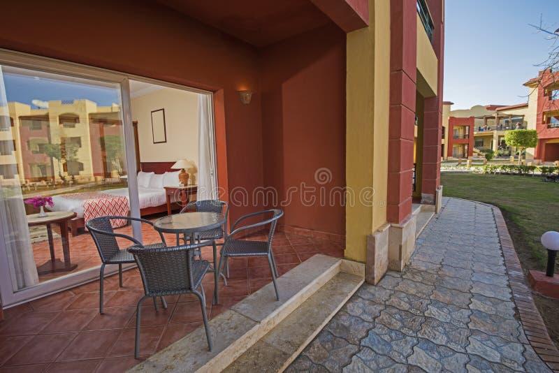 Visión desde el balcón del sitio tropical de lujo del centro turístico del hotel fotografía de archivo
