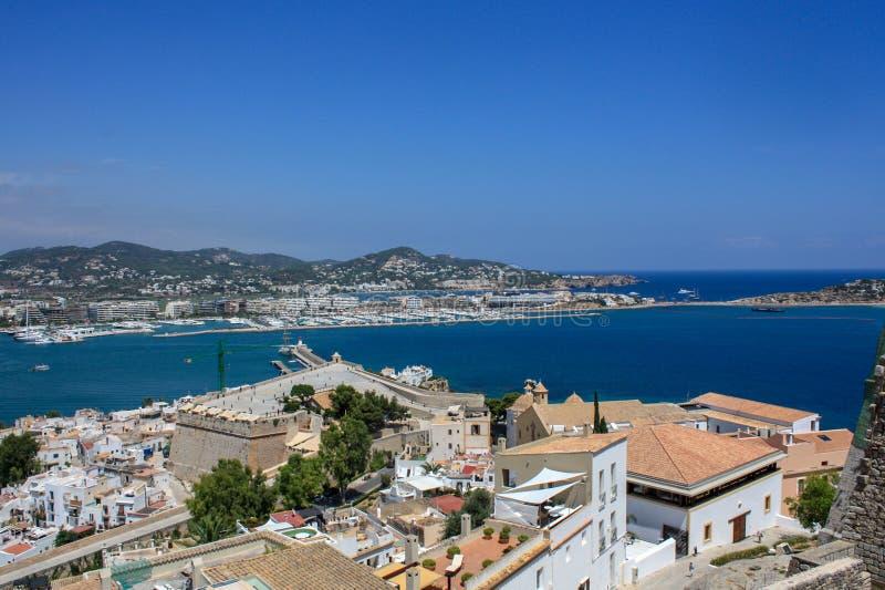 Visión desde el castillo al puerto de Eivissa fotos de archivo libres de regalías