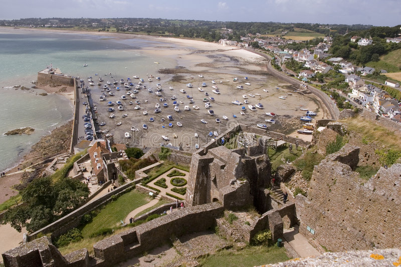 Visión desde el castillo de Gorey fotografía de archivo