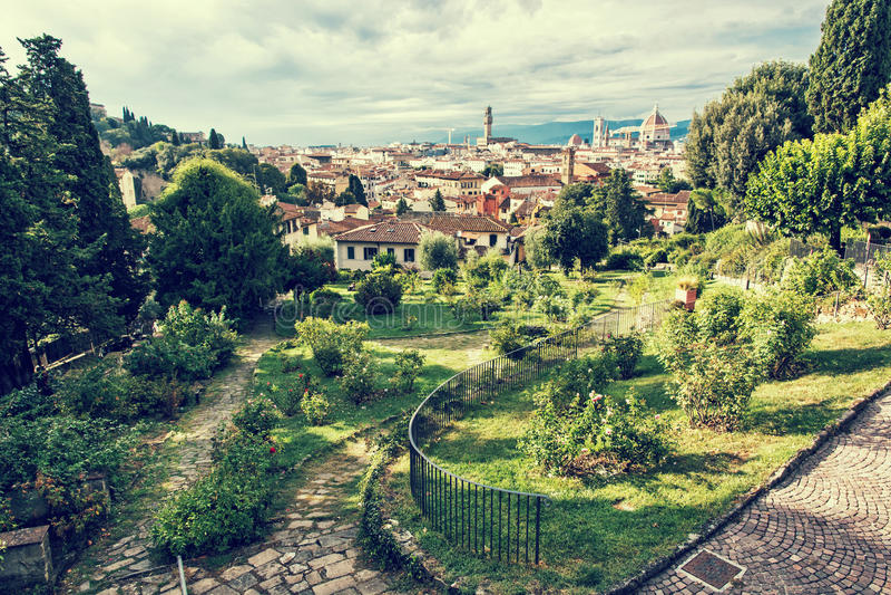 Visión desde el delle Rose de Giardino a la ciudad de Florencia, Toscana, fotografía de archivo libre de regalías